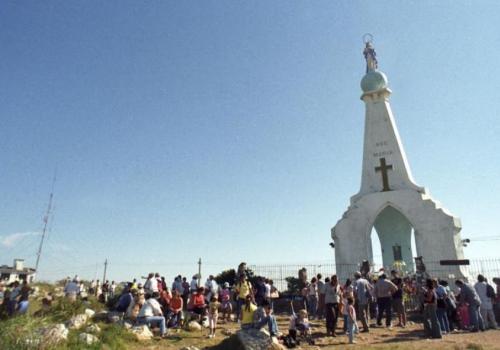 Hacer la procesión de la Virgen del Verdún