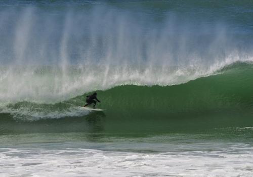 Desafiar as ondas das praias uruguaias