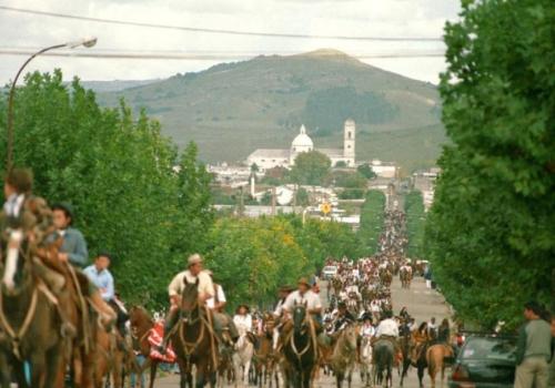 Participar del Festival de Minas y Abril