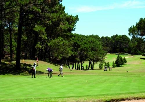 Club del Lago Golf, jogar em um campo com desenho tipicamente americano