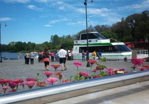 Viajar de Mercedes a Villa Soriano en catamarán